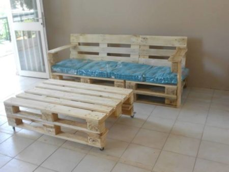 pallet-bench-with-cushion-5.jpg.pagespeed.ce.QOOazWrg7l